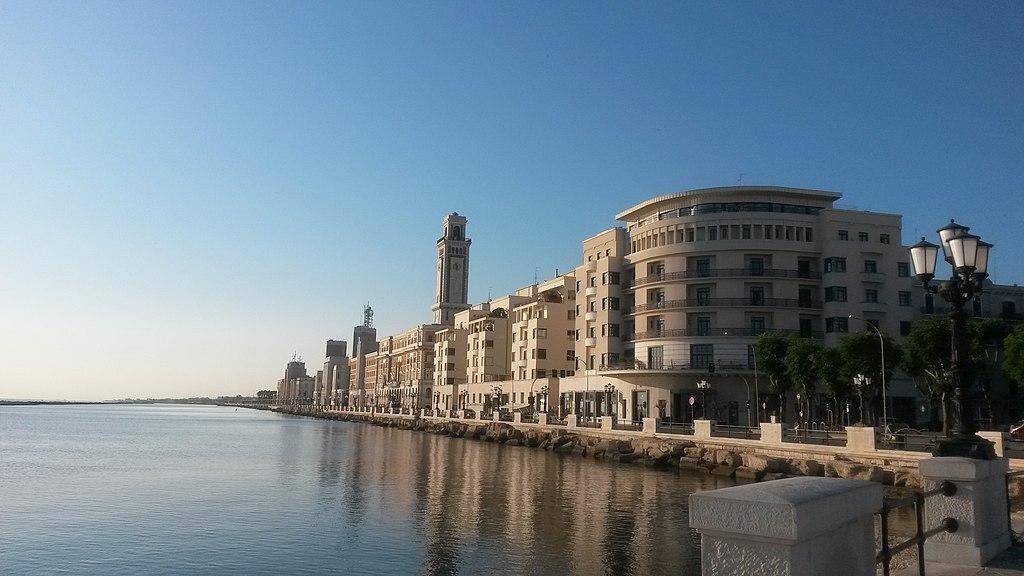 Uno scorcio del lungomare di Bari