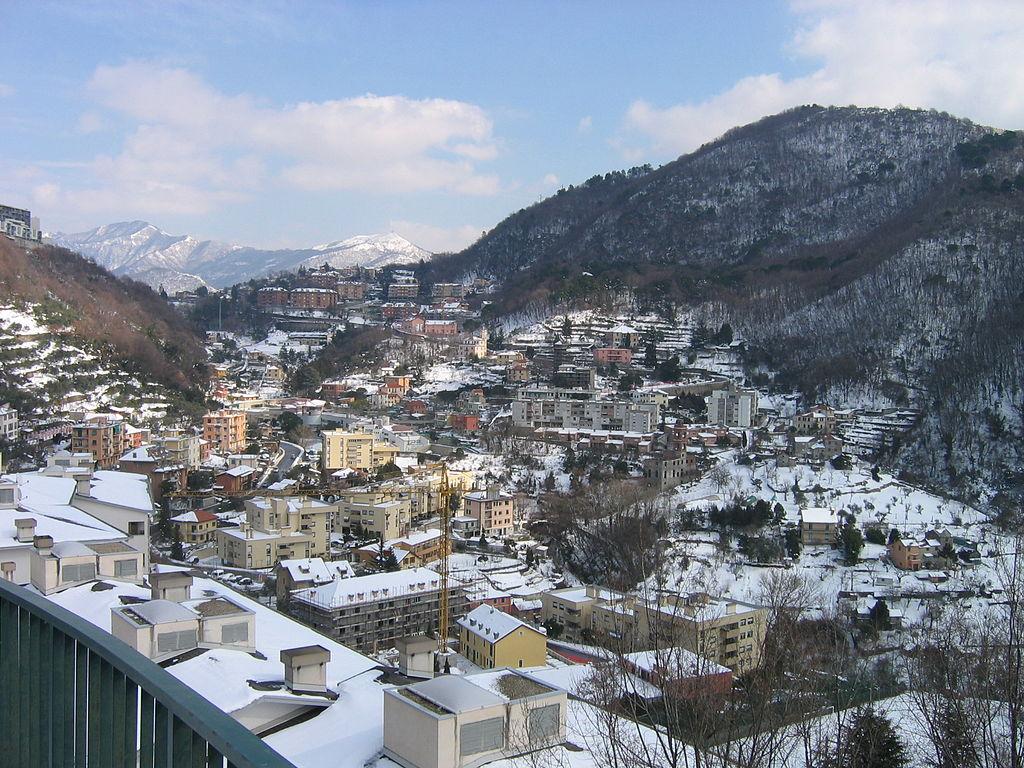 Foto dall'alto del quartiere Sant'Eusebio di Genova innevato