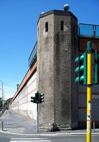 Foto delle mura del carcere di San Vittore all'interno del quale Pietro Carlo Artusi si è suicidato.