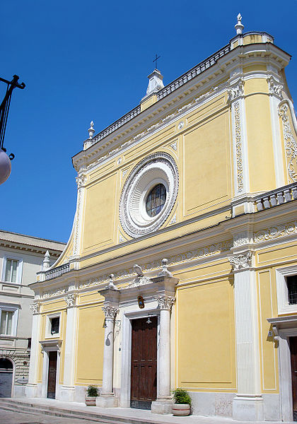 Foto della facciata della Cattedrale Santa Maria Assunta di San Severo dove si sono svolti i funerali di Roberta Perillo