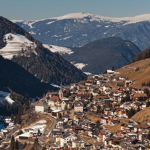 Panorama dall'alto di Santa Cristina Valgardena in provincia di Bolzano
