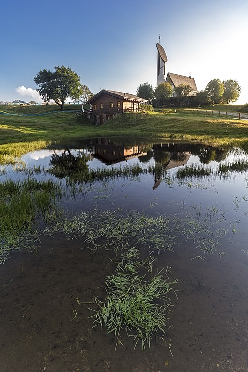 Foto della Chiesa della Madonna degli Alpini, nota anche come chiesetta del Pian delle Betulle, in Valsassina a Margno in provincia di Lecco