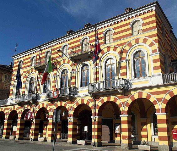 Il municipio di Luserna San Giovanni in provincia di Torino