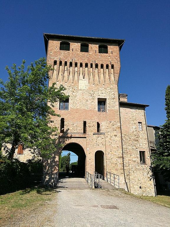 Foto del Castello di Casalgrande, uno dei monumenti più importanti della città
