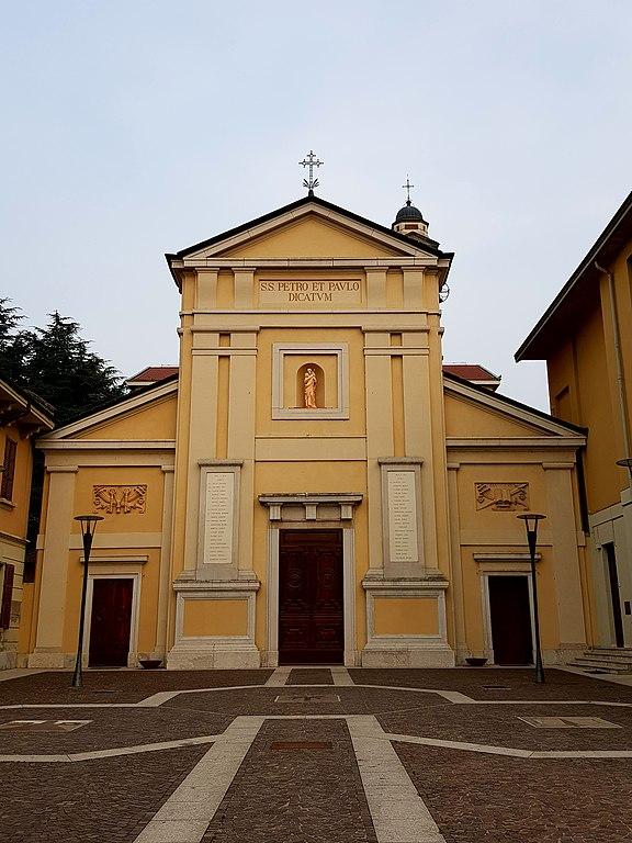 La Chiesa Parrocchiale dei Santi Pietro e Paolo ad Arese in provincia di Milano