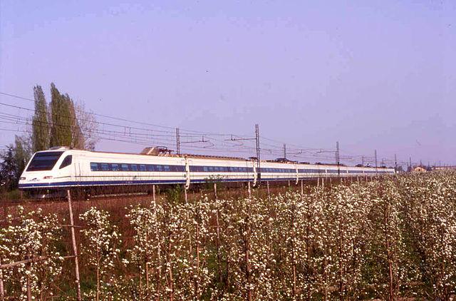 Foto della linea ferroviaria che attraversa Castelfranco Emilia