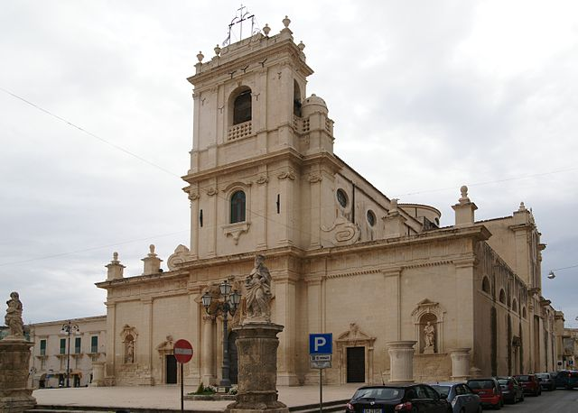 Foto della Chiesa Madre di Avola in provincia di Siracusa dove si sono svolti i funerali di Loredana Lopiano