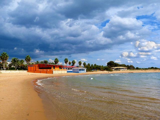 Foto della spiaggia nella baia di Marina di Ragusa