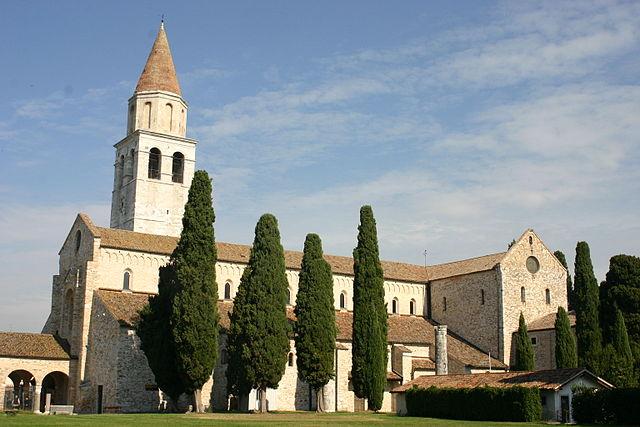 Foto della Basilica di Santa Maria Assunta, uno dei monumenti più importanti di Aquileia in provincia di Udine
