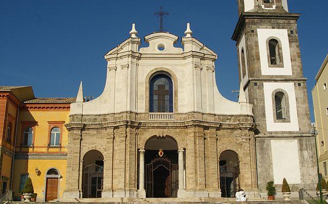 Foto della Chiesa di San Francesco e Sant'Antonio di Cava de' Tirreni dove si sono svolti i funerali di Nunzia Maiorano