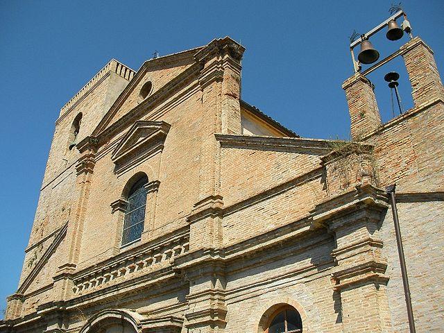 La parte alta della facciata della Chiesa di San Salvatore a Torino di Sangro dove si sono svolti i funerali di Luisa Ciarelli