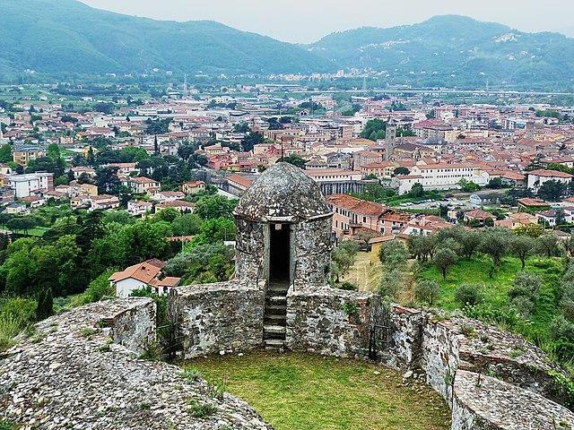Uno scorcio panoramico dall'alto di Sarzana, scattato dalla Fortezza di Sarzanello