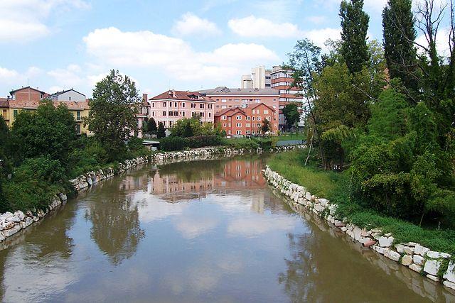 Foto del fiume Lambro passante per Melegnano in provincia di Milano