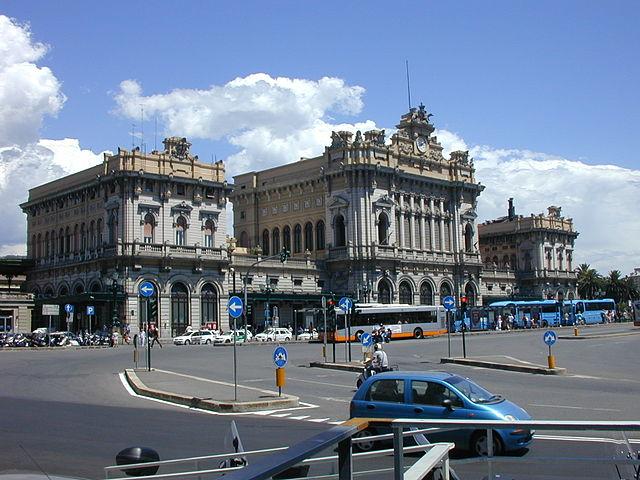 Uno scorcio della stazione ferroviaria di Piazza Brignole a Genova, a pochi passi dal luogo dove abitava la signora Clara Ceccarelli