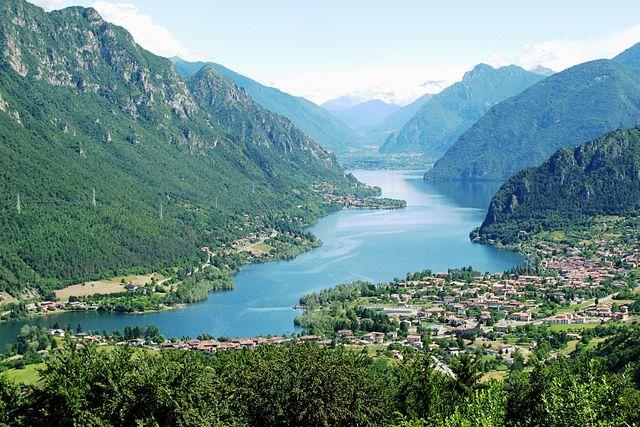 Panoramica sul lago d'Idro, immissario ed emissario del fiume Chiese, interamente immerso nella Valsabbia che comprende molti comuni bresciani tra i quali Gavardo e Villanuova sul Clisi