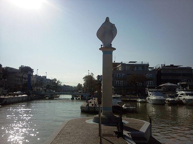Foto della Statua della Madonna del Mare a Riccione in provincia di Rimini