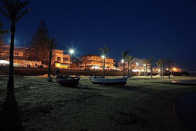 Foto notturna di Marina di Ragusa