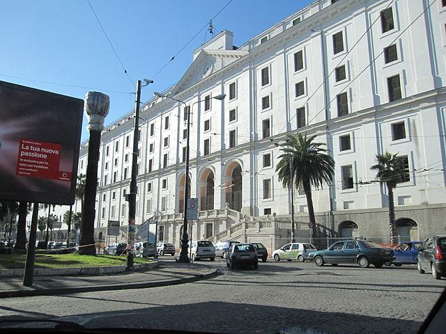 La facciata dell'Albergo dei Poveri in Piazza Carlo III a Napoli
