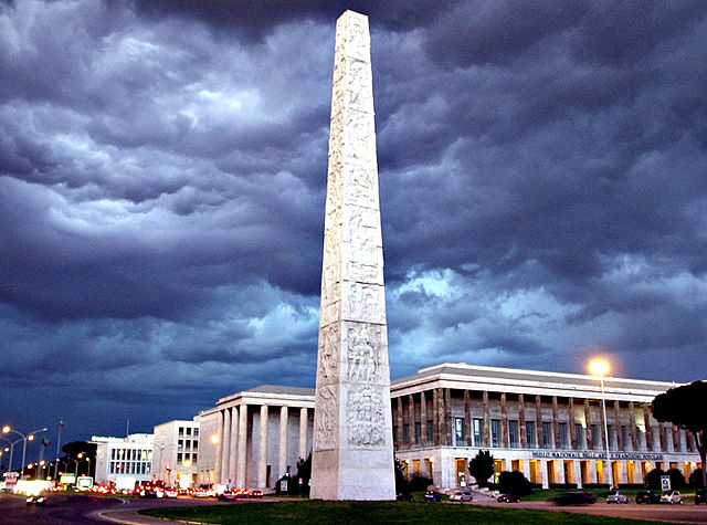Foto dell'obelisco dell'EUR di Roma