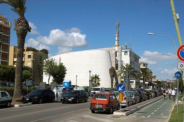 """Foto della Chiesa di San Pietro Apostolo, detta anche """"Chiesa del Mare"""", a Pescara dove si sono svolti i funerali di Donatella Briosi"""