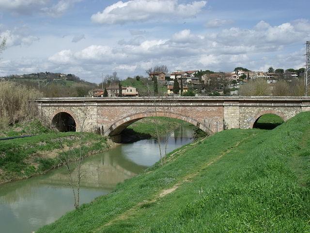 Foto del fiume Staggia a Poggibonsi dove Casimirro Delli ha tentato di suicidarsi