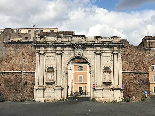 Porta Portese nel quartiere Portuense di Roma