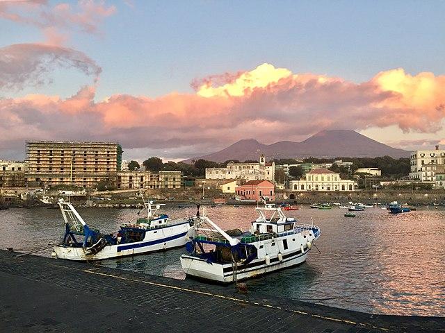 Foto di Portici dal porto del Granatello