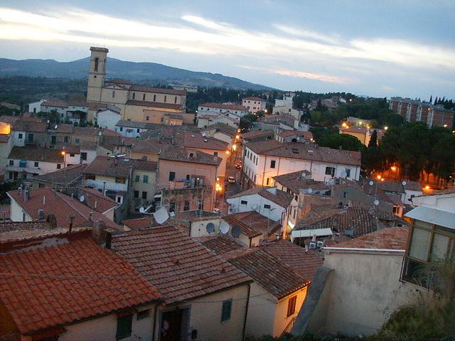 Uno scorcio dall'alto di Rosignano Marittimo in provincia di Livorno, paese d'origine di Francesca Citi