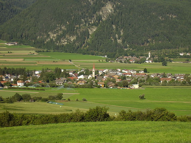Foto panoramica di San Giorgio, frazione di Brunico in provincia di Bolzano