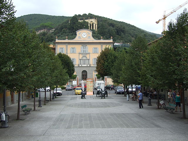 Foto di Piazza Italia a San Giuliano Terme in provincia di Pisa