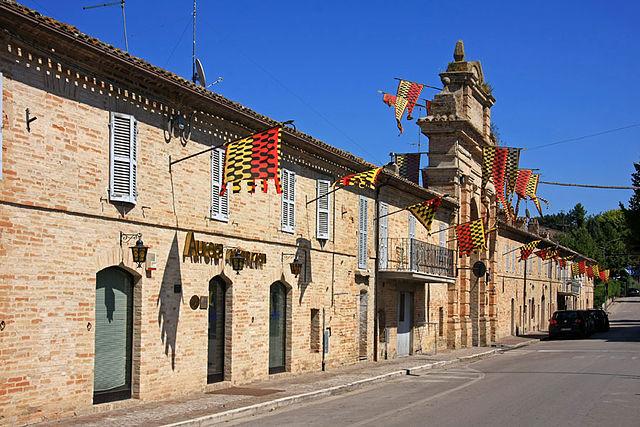 Scorcio del perimetro esterno del centro storico di Servigliano in provincia di Fermo