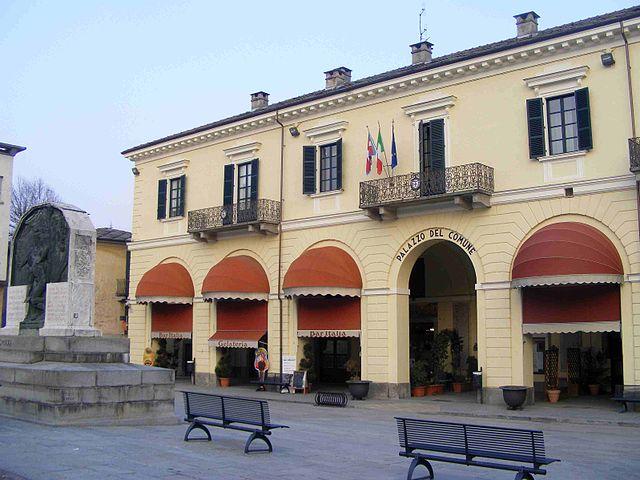 Foto del Municipio di Barge in provincia di Cuneo, a poche centinaia di metri dal luogo del delitto
