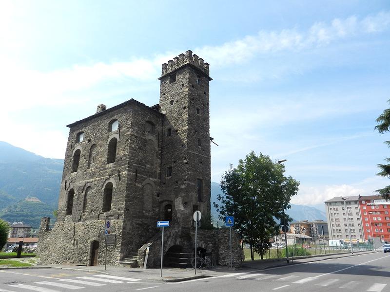 Foto della Torre del Lebbroso, monumento della città di Aosta a poche centinaia di metri di distanza dal luogo del delitto