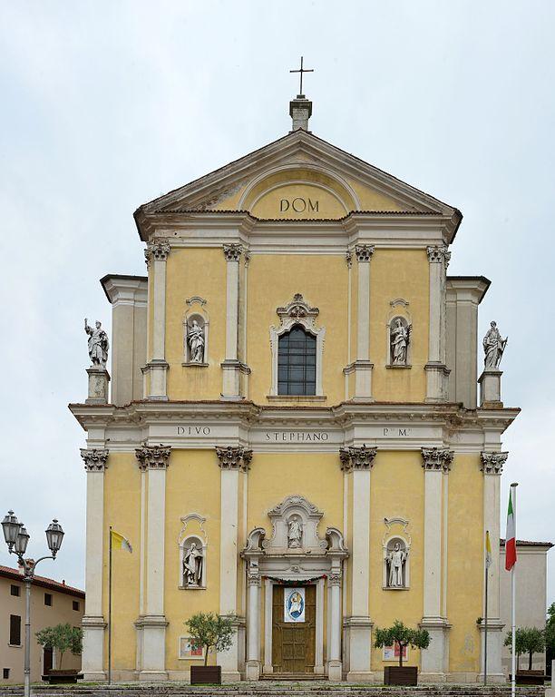 Foto della chiesa di Santo Stefano a Bedizzole in provincia di Brescia dove sono stati svolti i funerali di Francesca Fantoni