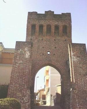 Foto della torre medievale a Beinasco in provincia di Torino