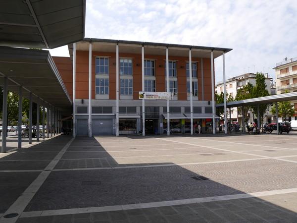 Foto della biblioteca di Piazza Mercato a Marghera, nei pressi del luogo del delitto
