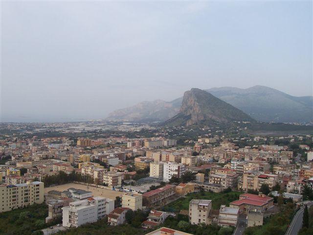 Foto panoramica di Carini scattata dal castello dell'omonima città
