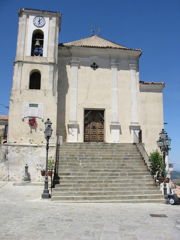 Foto della Chiesa Madre di Nocara, intitolata a San Nicola di Bari, dove si sono svolti i funerali di Maria Sestina Arcuri