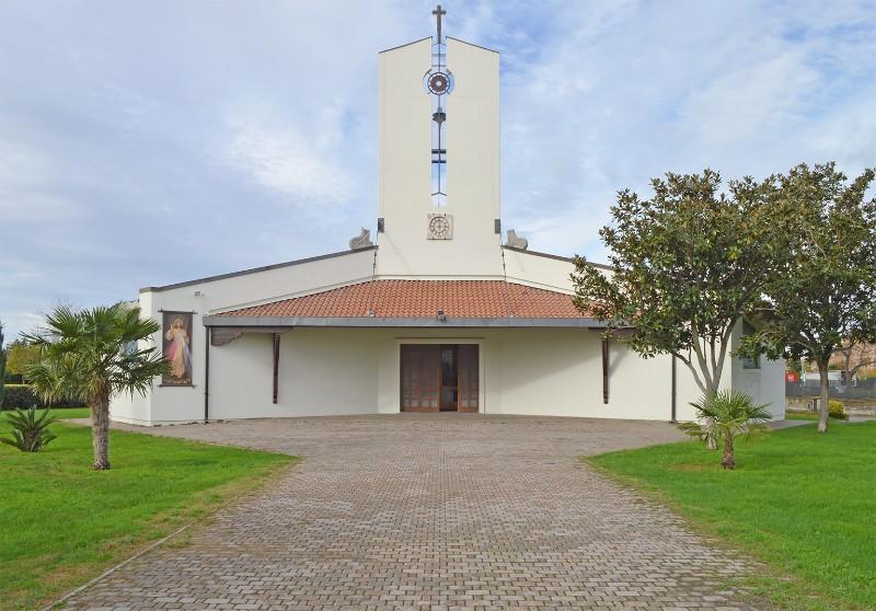 Foto della Chiesa della Sacra Famiglia a Viterbo dove sono stati celebrati i funerali di Ylenia Lombardo