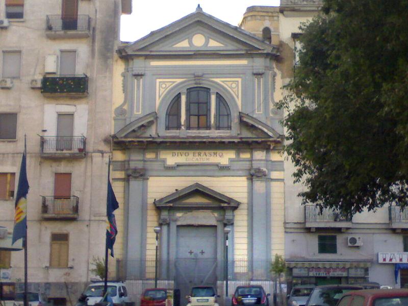 Foto della Chiesa di Sant'Erasmo ai Granili, a pochi passi dal luogo del delitto