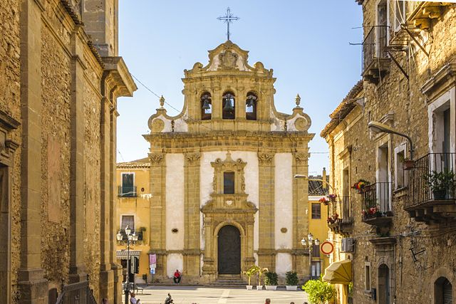 Foto della Chiesa dell'Addolorata, vista dalla sagrestia della chiesa Madre Santa Maria d'Itria, a Niscemi in provincia di Caltanissetta