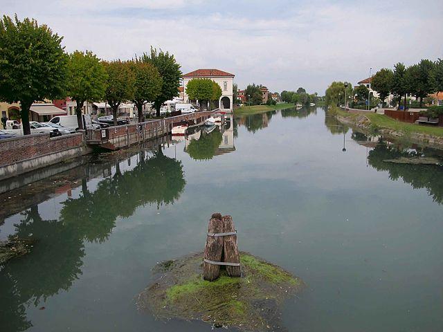 Foto del fiume Lemene che passa per Corcordia Sagittaria in provincia di Venezia