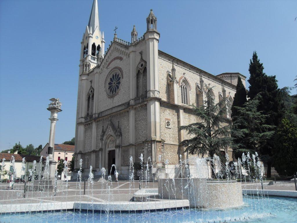 Il Duomo di Santa Maria e San Vitale a Montecchio Maggiore dove sono stati celebrati i funerali di Ale Zorzin