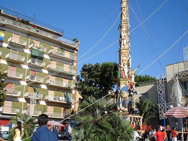 Foto di Casavatore in provincia di Napoli, scattata durante la festa popolare dei Gigli