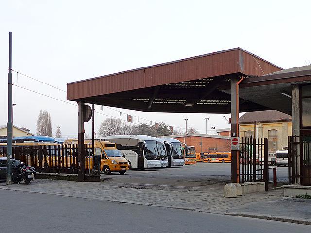 Di fronte al luogo del delitto è presente il deposito Molino dell'ATM di Milano. Nella foto l'ingresso da via Carlo Esterle.