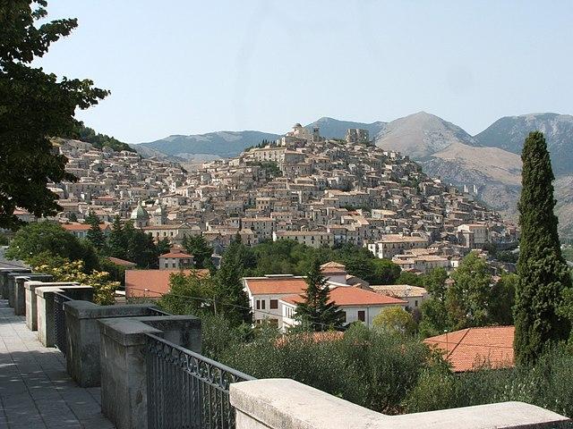 Uno scorcio panoramico di Morano Calabro in provincia di Cosenza, paese d'origine di Giusi Di Luca
