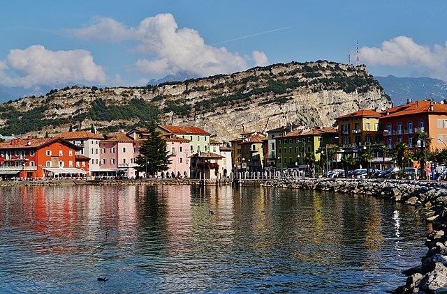 Foto di Nago Torbole in riva al lago di Garda