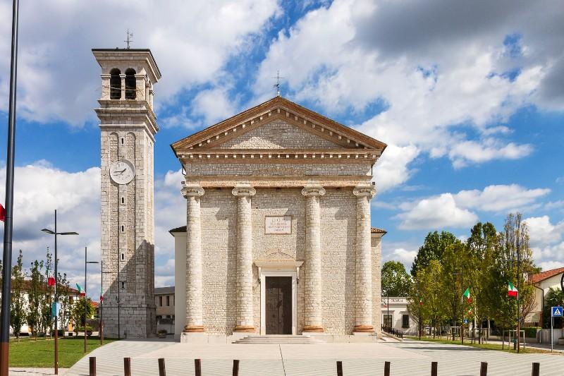Foto del Duomo di Roveredo, la Parrocchia di San Bartolomeo dove si sono svolti i funerali di Aurelia Laurenti
