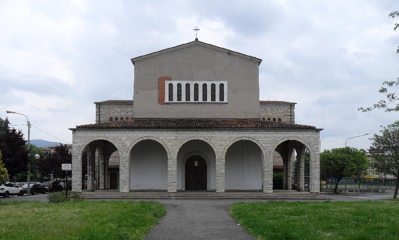 Foto della Parrocchia di San Benedetto Abate nel quartiere Primo Maggio di Brescia, a pochi passi dal luogo del delitto