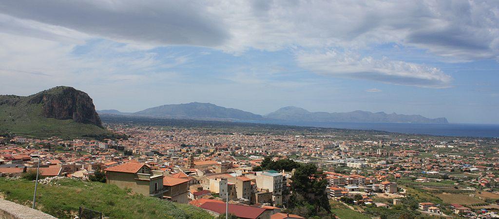 Panoramica dall'alto di Partinico in provincia di Palermo